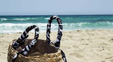 Diese Essentials gehören in Deine Strandtasche